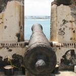 Cañón en un baluarte de Cartagena de Indias.